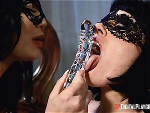 inviting lesbians Olive Glass and Jasmine Jae steam up the room