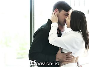 PASSION-HD Real Estate Agent humps Potential Buyer