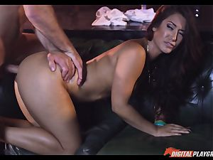 Creaming on luxurious dark-haired Eva Lovia