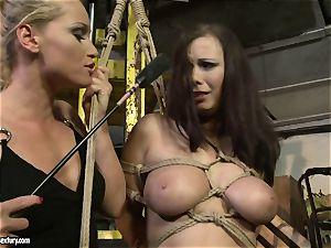 Kathia Nobili whip the tongue of hottie gal