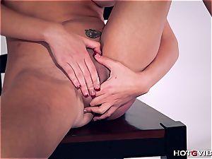 curvy Brett Rossi uses her fresh fucktoy to satiate herself
