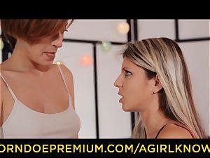 A doll KNOWS sensual lesbo femmes vulva slurping