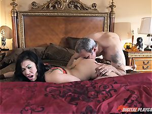 London Keyes pounded in her sweet cunny pudding by the anchor fellow