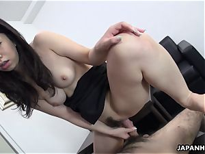 asian cuttie glides that rod in her and finishes off