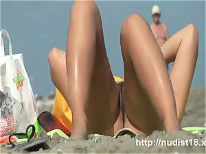 Real nudist women on hidden beach web cam