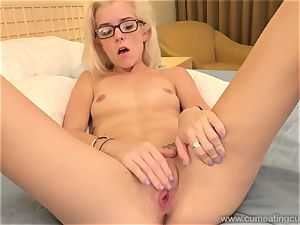 Halle Von and Her Cuck hubby Take Turns deepthroating beef whistle